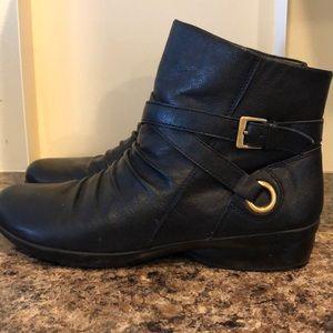 Beautiful like new Naturalizer black booties